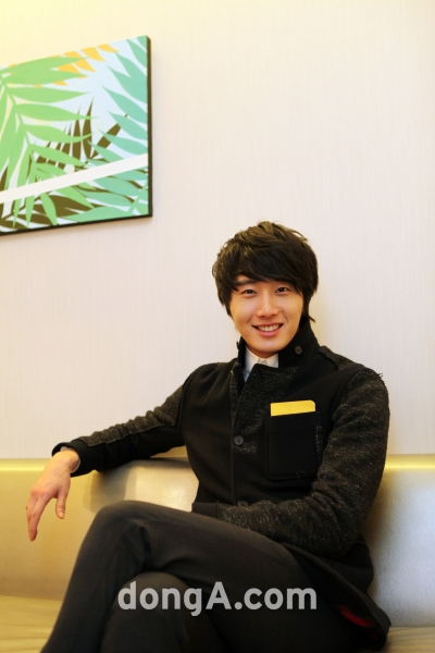 2012 1 6 Jung II-woo in Donga Interview 00004