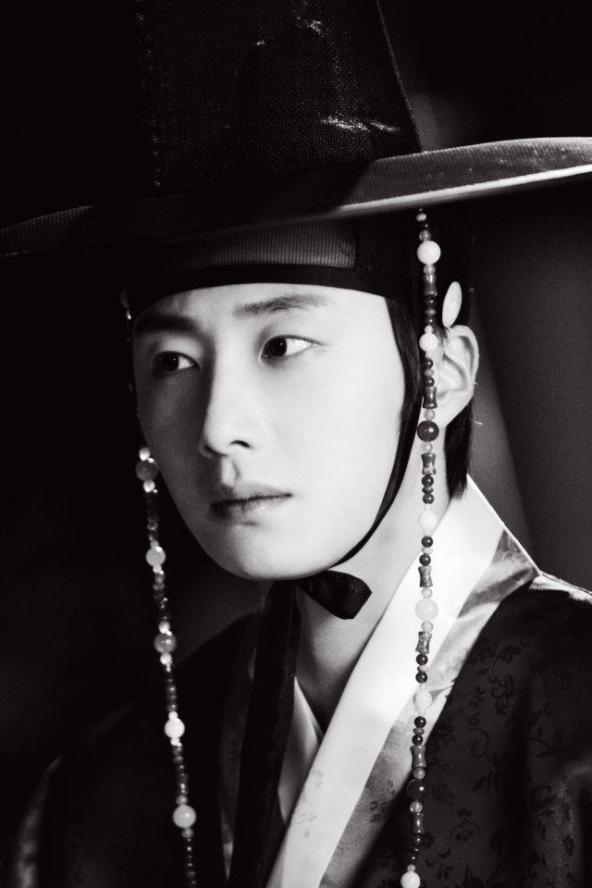 2012 2 Jung II-woo in The Moon that Embraces the Sun Episode 1 BTS 00004