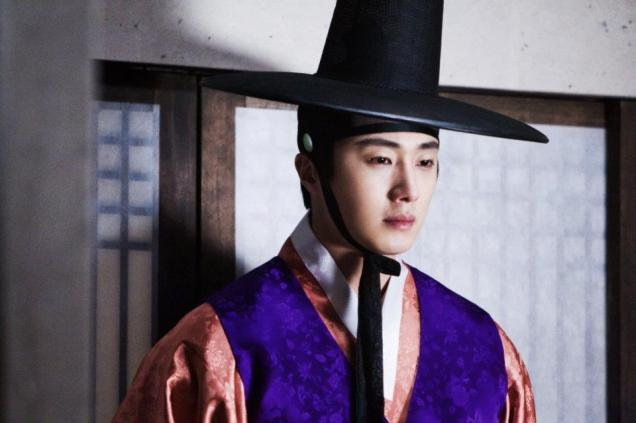2012 2 Jung II-woo in The Moon that Embraces the Sun Episode 1 BTS 00010