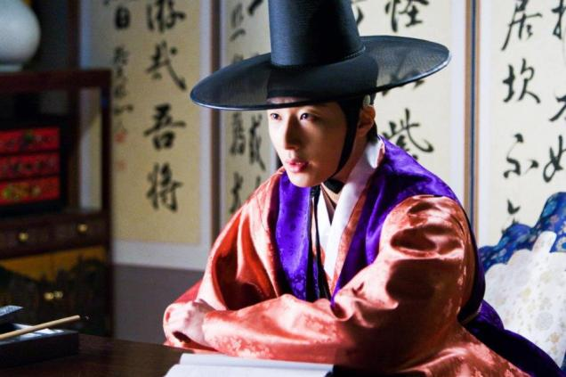 2012 2 Jung II-woo in The Moon that Embraces the Sun Episode 1 BTS 00015