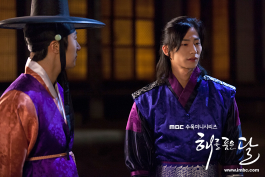 2012 2 Jung II-woo in The Moon that Embraces the Sun Episode 1 BTS 00032
