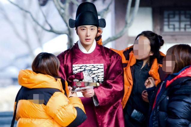 2012 2 Jung II-woo in The Moon that Embraces the Sun Episode 13 BTS 00002