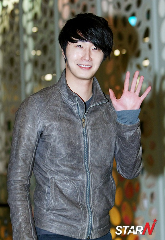 2012 3 16 Jung II-woo in TMTETS Wrap Up Party 00005