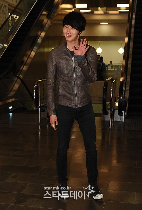 2012 3 16 Jung II-woo in TMTETS Wrap Up Party 00011