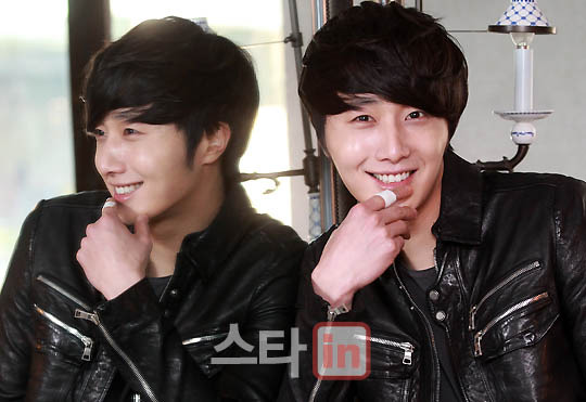 2012 3 19 Jung II-woo EDaily Interview 00005