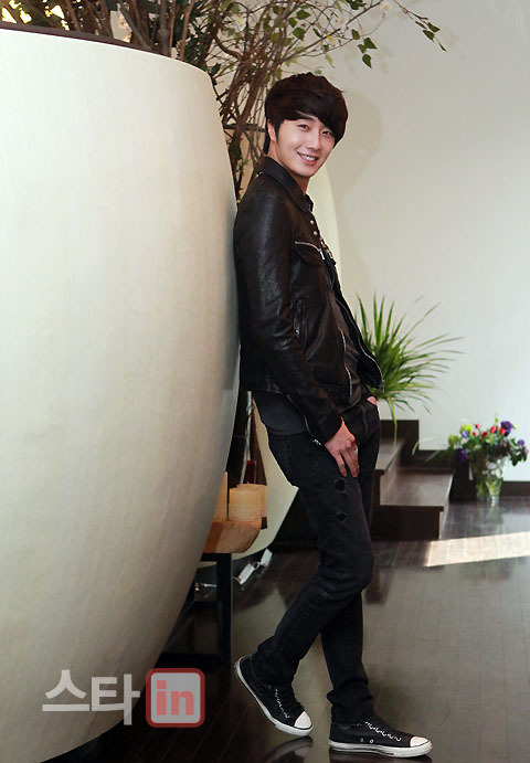 2012 3 19 Jung II-woo EDaily Interview 00006