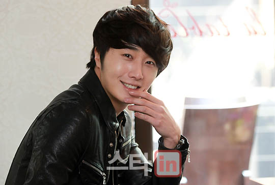2012 3 19 Jung II-woo EDaily Interview 00008
