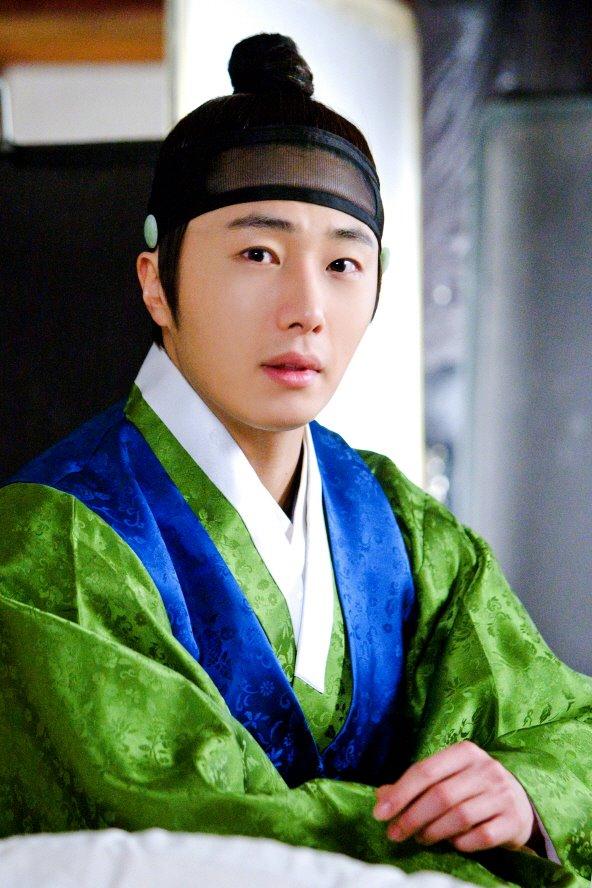 2012 Jung II-woo in The Moon Embracing the Sun Episode 6 Extras BTS 00015