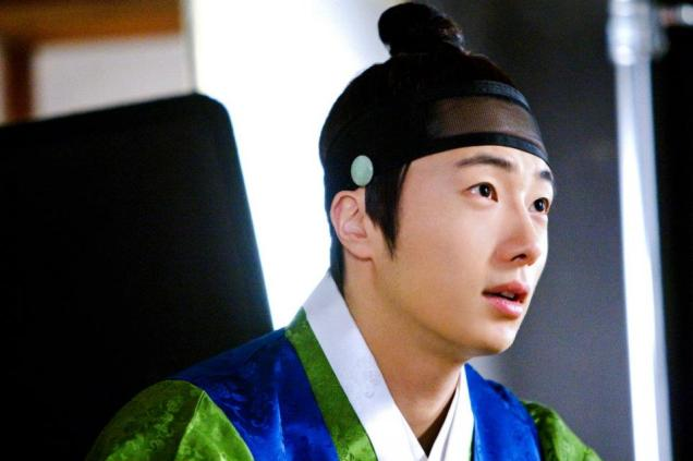2012 Jung II-woo in The Moon Embracing the Sun Episode 6 Extras BTS 00023