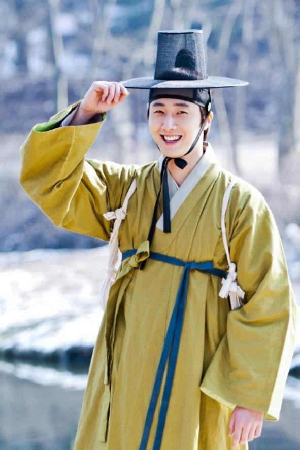 2012 Jung II-woo in The Moon Embracing the Sun Episode 7 Extras BTS 00004