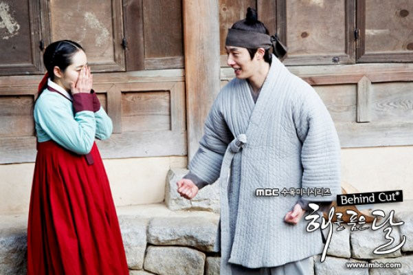2012 Jung II-woo in The Moon Embracing the Sun Episode 8 BTS 00001