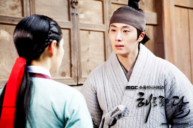 2012 Jung II-woo in The Moon Embracing the Sun Episode 9 Extras 00003
