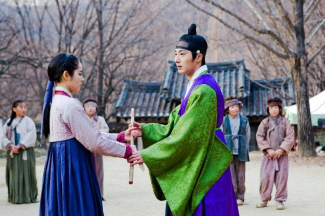 Jung II-woo in The Moon that Embraces the Sun BTS Episode 15 00006