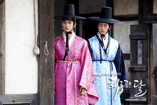 Jung II-woo in The Moon that Embraces the Sun BTS Episode 15 00033