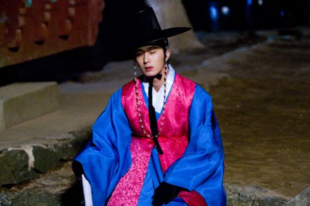 Jung II-woo in The Moon that Embraces the Sun BTS Episode 17 00016