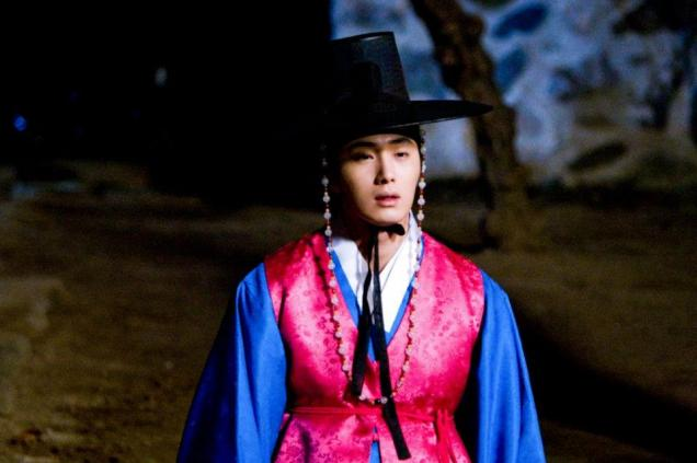 Jung II-woo in The Moon that Embraces the Sun BTS Episode 17 00017