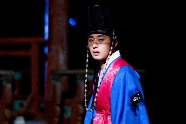Jung II-woo in The Moon that Embraces the Sun BTS Episode 17 00020
