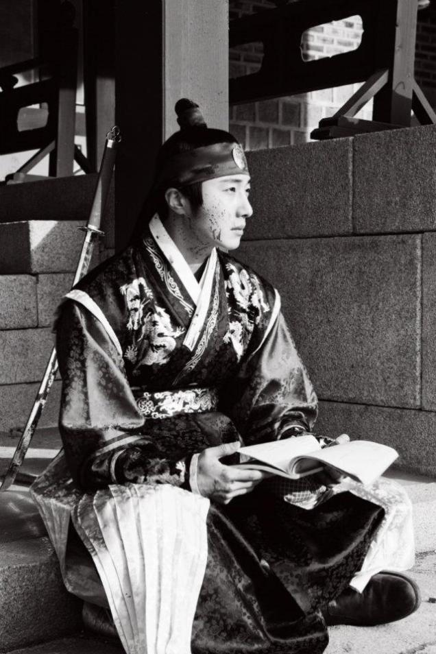 Jung II-woo in The Moon that Embraces the Sun Episode 20 BTS B & W 00003
