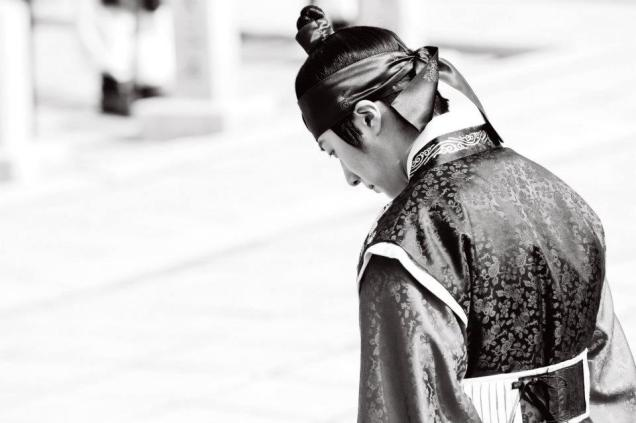 Jung II-woo in The Moon that Embraces the Sun Episode 20 BTS B & W 00006