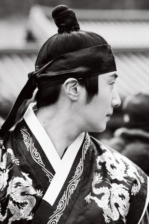 Jung II-woo in The Moon that Embraces the Sun Episode 20 BTS B & W 00009