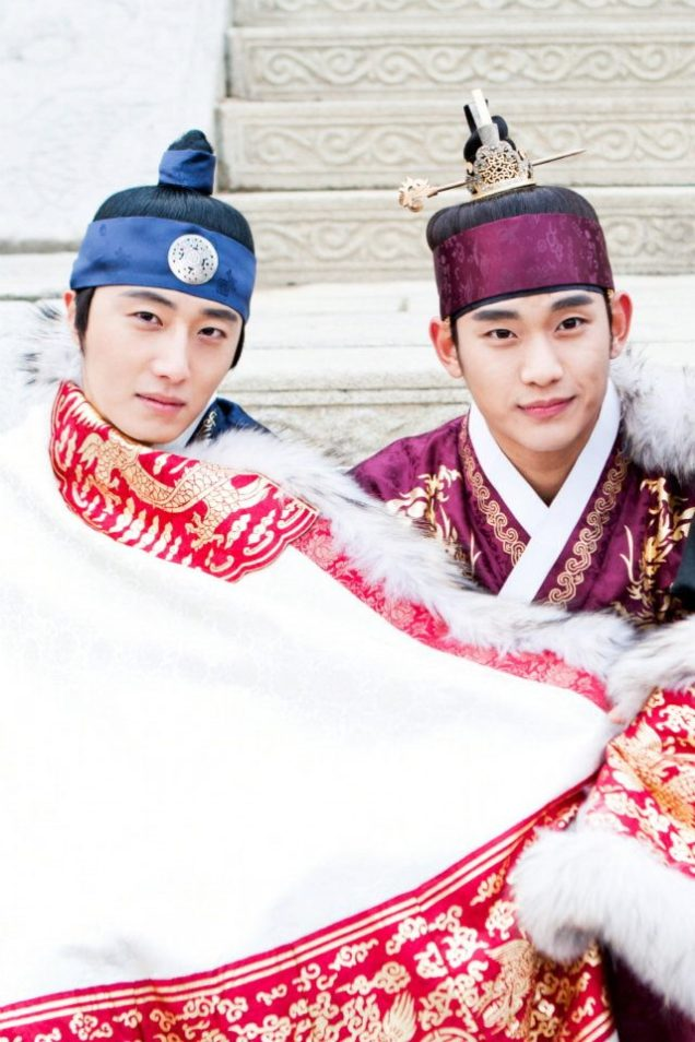 Jung II-woo in The Moon that Embraces the Sun Episode 20 BTS Blanket Cuties 00006