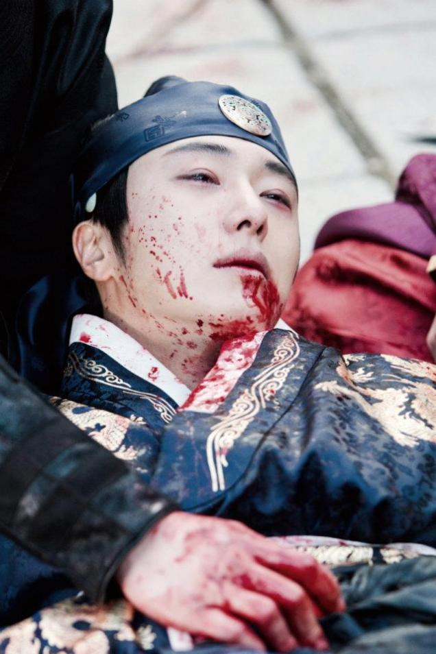 Jung II-woo in The Moon that Embraces the Sun Episode 20 BTS Bloody 00006