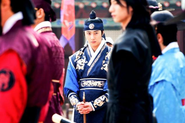 Jung II-woo in The Moon that Embraces the Sun Episode 20 BTS Filming Battle 00011