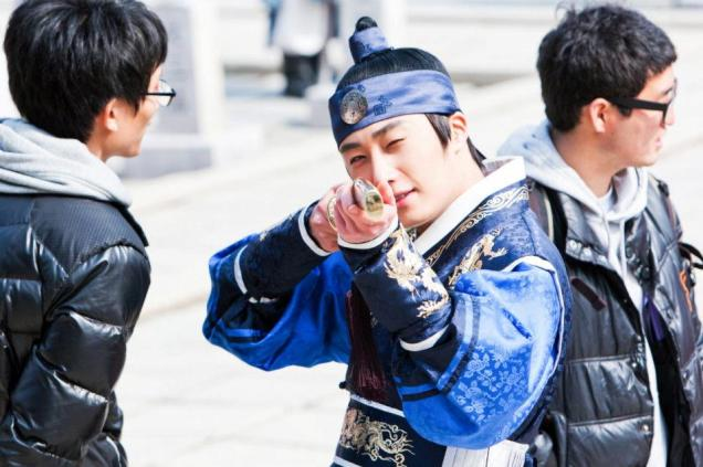 Jung II-woo in The Moon that Embraces the Sun Episode 20 BTS Sword Play 00006