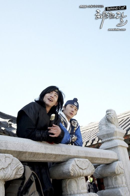 Jung II-woo in The Moon that Embraces the Sun Episode 20 BTS Woon-Yang Bros 00005