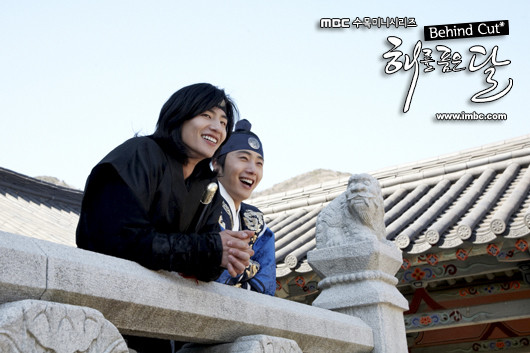 Jung II-woo in The Moon that Embraces the Sun Episode 20 BTS Woon-Yang Bros 00007