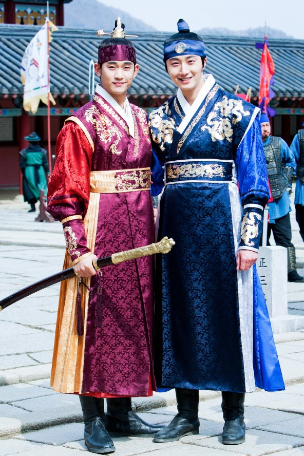 Jung II-woo in the Moon that Embraces the Sun. Episode 20 BTS X1.jpg