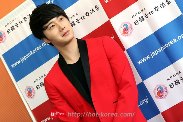 2012 4 10 Jung II-woo at Press Conference Japan00001