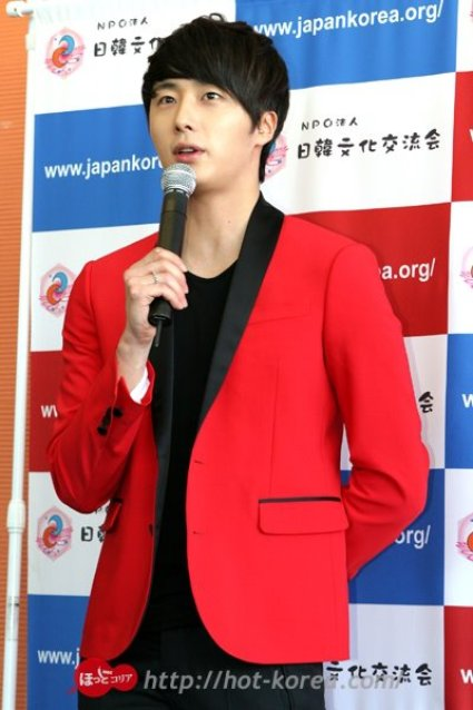 2012 4 10 Jung II-woo at Press Conference Japan00002
