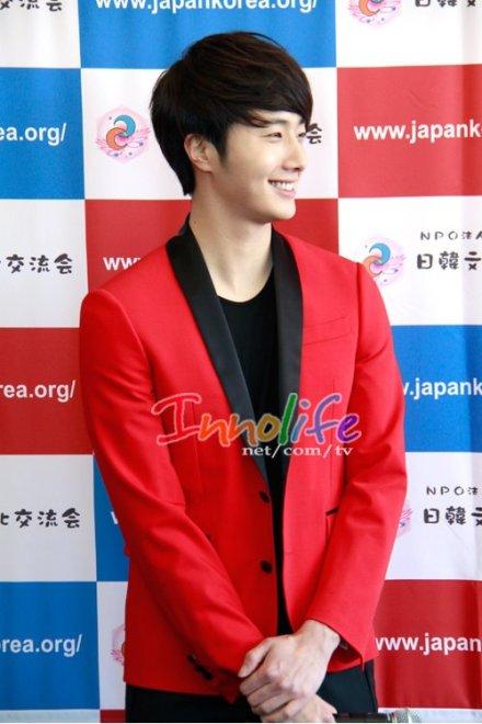 2012 4 10 Jung II-woo at Press Conference Japan00004
