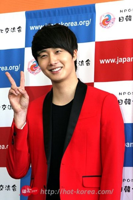 2012 4 10 Jung II-woo at Press Conference Japan00005