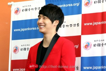 2012 4 10 Jung II-woo at Press Conference Japan00009