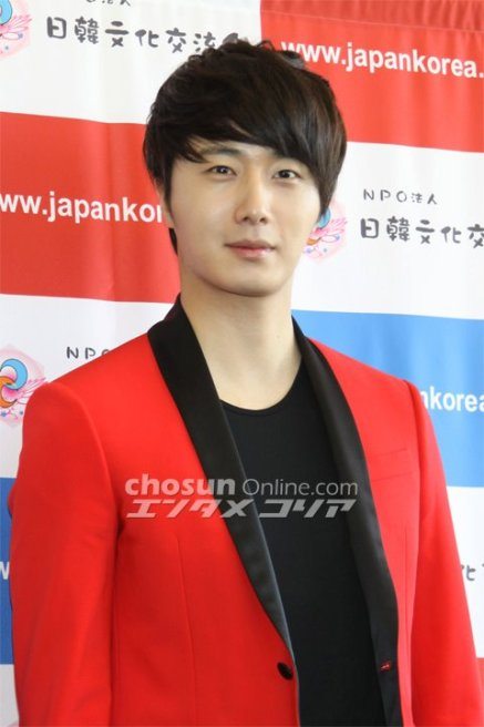 2012 4 10 Jung II-woo at Press Conference Japan00010
