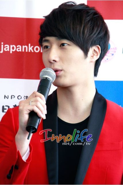 2012 4 10 Jung II-woo at Press Conference Japan00013