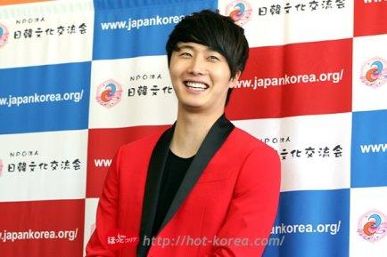 2012 4 10 Jung II-woo at Press Conference Japan00014