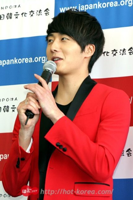 2012 4 10 Jung II-woo at Press Conference Japan00018