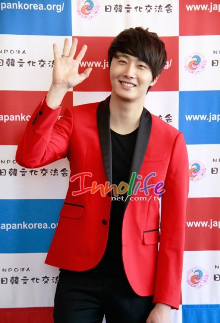 2012 4 10 Jung II-woo at Press Conference Japan00021