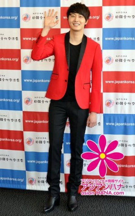 2012 4 10 Jung II-woo at Press Conference Japan00024