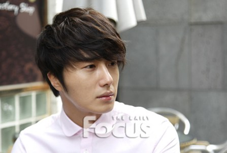 2012 Jung II-woo Cute in pink! 2012 00010