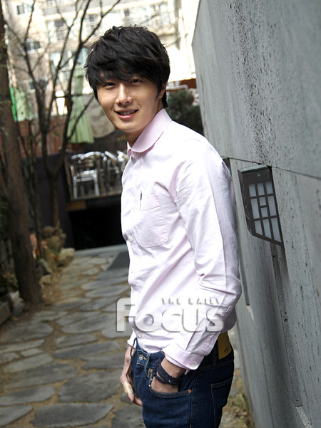 2012 Jung II-woo Cute in pink! 2012 00011