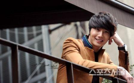 Jung II-woo in Beige Overcoat for various Interviews 2012 00001