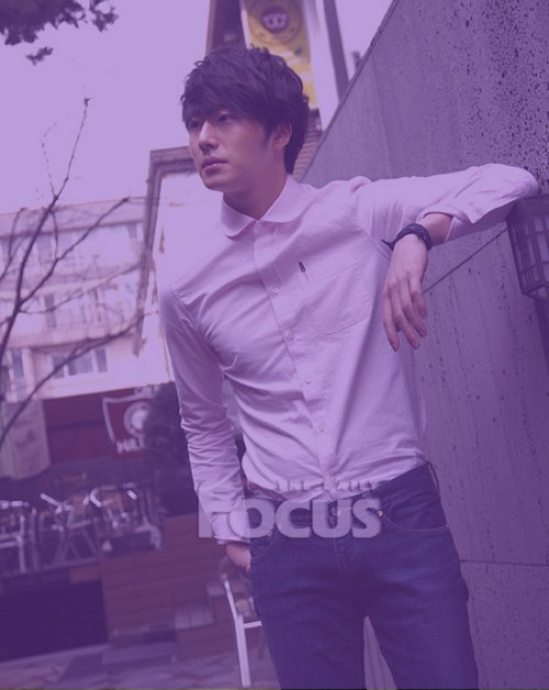 Jung II-woo in purple 2.jpg