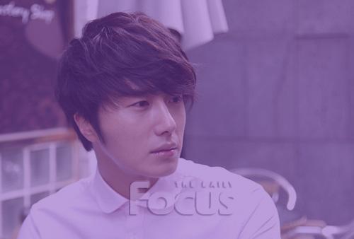 Jung II-woo in purple 4 .jpg