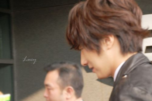 2012 10 23 Jung II-woo travels to Taiwan. 100% Entertainment Show Part 2 Being Transported 00006