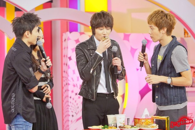 2012 10 23 Jung II-woo travels to Taiwan. 100% Entertainment Show Part 2 Show00006