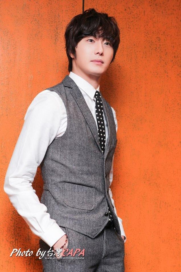 2012 10 23 Jung II-woo travels to Taiwan. China News 360 Interview Photos 00007